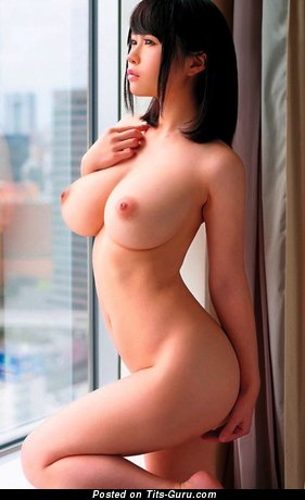 Азиатская развратница с классными оголёнными натуральными средними буферами и длинными сосками (hd эротическое изображение)