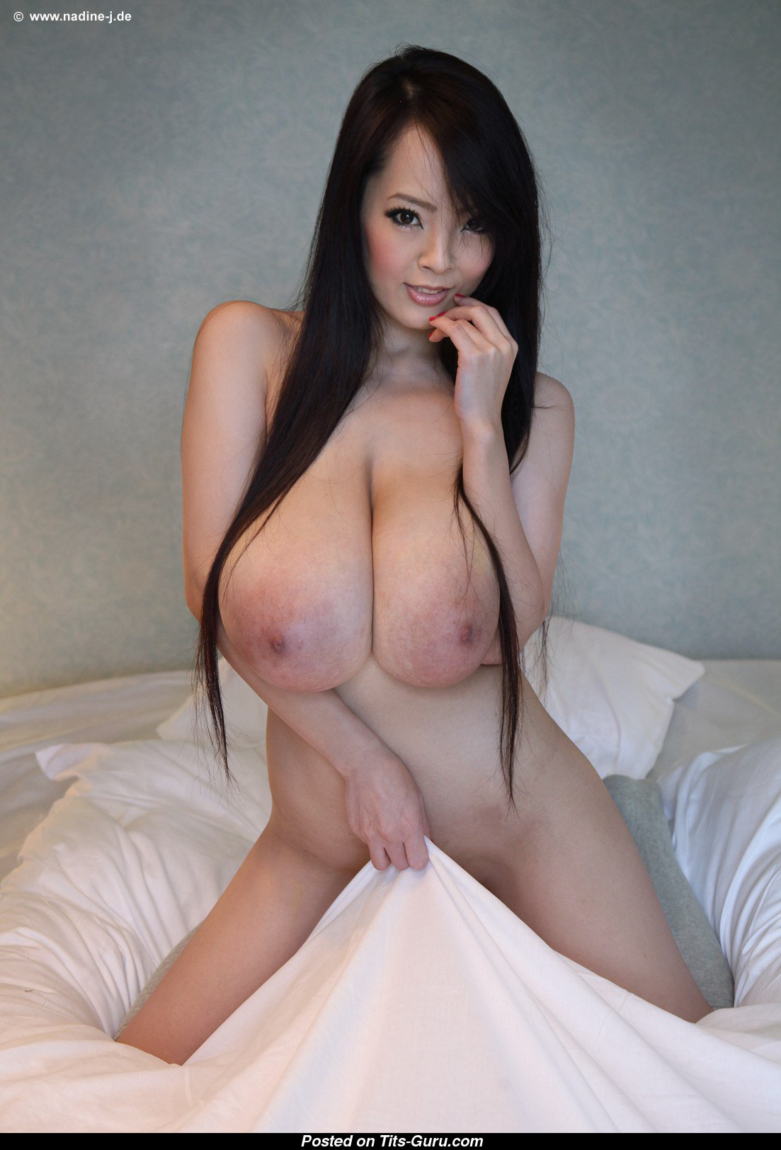 Hitomi Tanaka - Asian Brunette Babe With Exposed Real -3129
