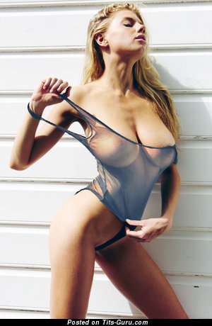 Charlotte McKinney - Good-Looking Glamour, Non-Nude & Topless American Blonde Actress with Alluring Natural G Size Jugs & Sexy Legs (Vintage Hd 18+ Foto)
