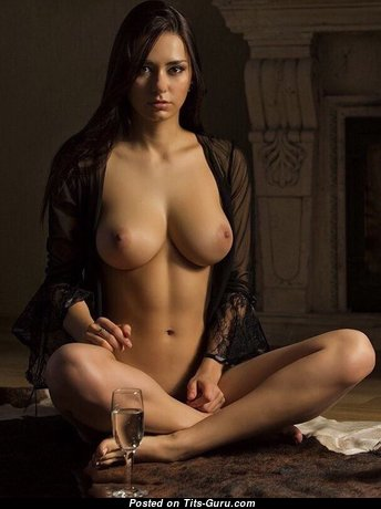Superb Babe with Superb Exposed Real Tight Boobie (Porn Photo)