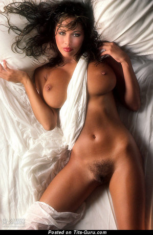 Karen Velez - Good-Looking American Playboy Brunette Babe with Good-Looking Naked Real Mid Size Breasts (18+ Foto)