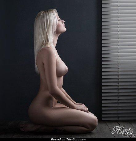 Image. Naked wonderful woman with medium natural breast pic