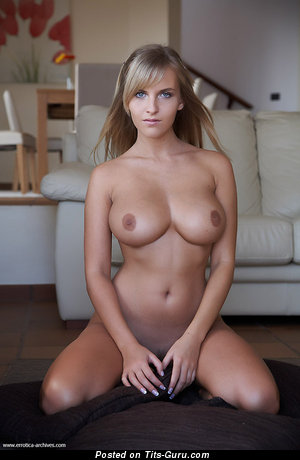 Изображение. Изображение сексуальной раздетой тёлки с большими сисечками