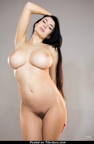 Изображение. Lucy Li - фото красивой раздетой брюнетки с большими сиськами