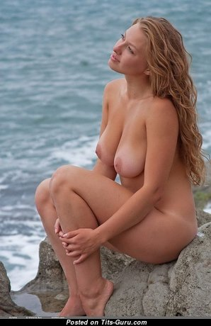 Magnificent Babe with Magnificent Exposed Natural Regular Knockers & Big Nipples (Hd 18+ Foto)