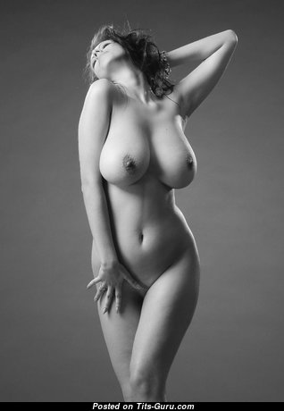 Amazing Babe with Amazing Defenseless Natural Great Boobys (Hd 18+ Photoshoot)