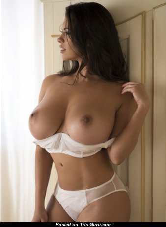 Nice Babe with Nice Open Natural Medium Sized Boobie (18+ Photoshoot)