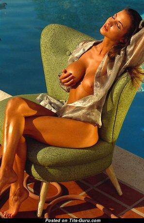 Alexandria - Stunning Topless Girl (Sexual Image)