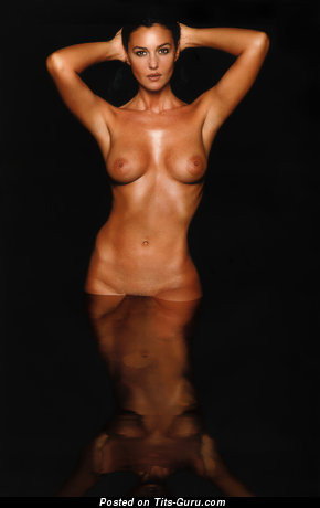 Image. Naked amazing woman with medium natural tittes pic