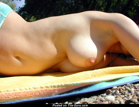 Image. Eva - amateur naked amazing female with medium natural breast and big nipples photo