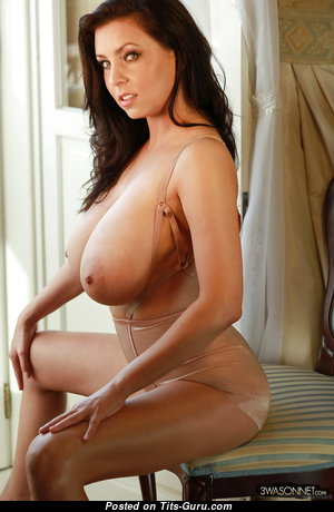 Sweet Unclothed Babe with Long Nipples (Hd 18+ Picture)