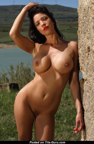 Savannah  nackt