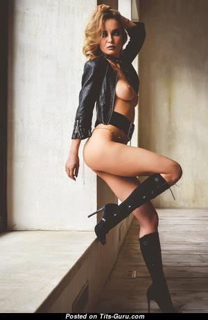 Grand Nude Babe (Hd Porn Picture)