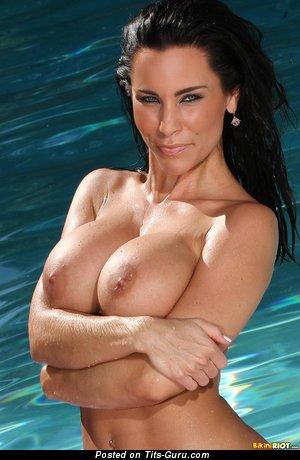 Изображение. Laura Lee - изображение обалденной раздетой брюнетки с большой грудью