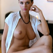 Pleasing Babe with Cute Open Natural Medium Boobie (Hd 18+ Pix)