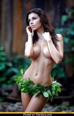 Cute Moll with Cute Bare Round Fake Ddd Size Breasts (Hd Xxx Foto)