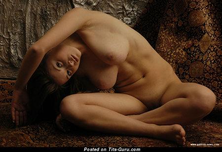 Katia Galitsin: барышня (Россия) с супер обнажённым натуральным среднего размера бюстом (hd ню фото)